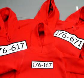 Rote Hoodies mit lustigem Motiv bedruckt