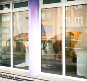 Fensterbeklebung einer Praxis mit Milchglasfolie