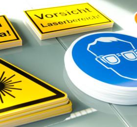 Gefahrenschilder auf PVC-Schilder gedruckt