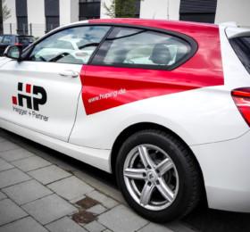 Foliertes Firemnfahrzeug mit Logodruck
