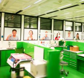 Großformatige Digitaldrucke auf Fensterglas