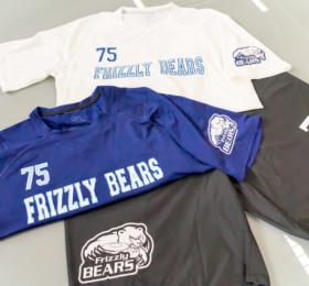 Funktionsshirts und Sporthosen mit Mannschaftslogo bedruckt