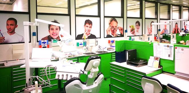Zahnarztpraxis | Digitaldruck auf Klebefolie