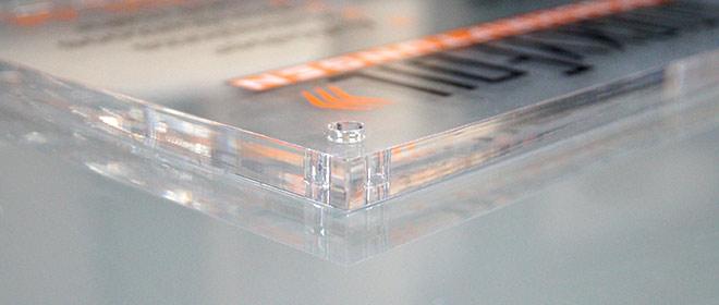 Plexiglas-Schild in 10mm - Nahaufnahme